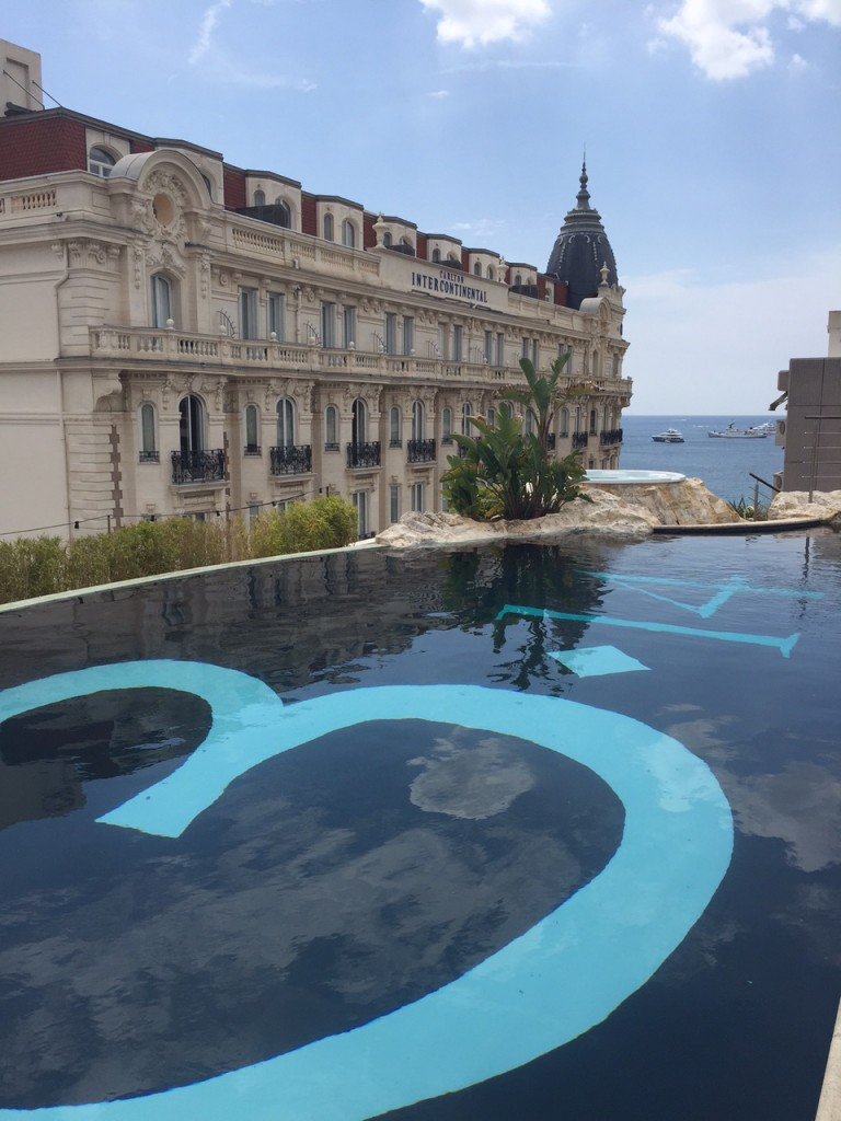 3.14-CAnnes-hotel-piscine-rooftop-jacuzzi