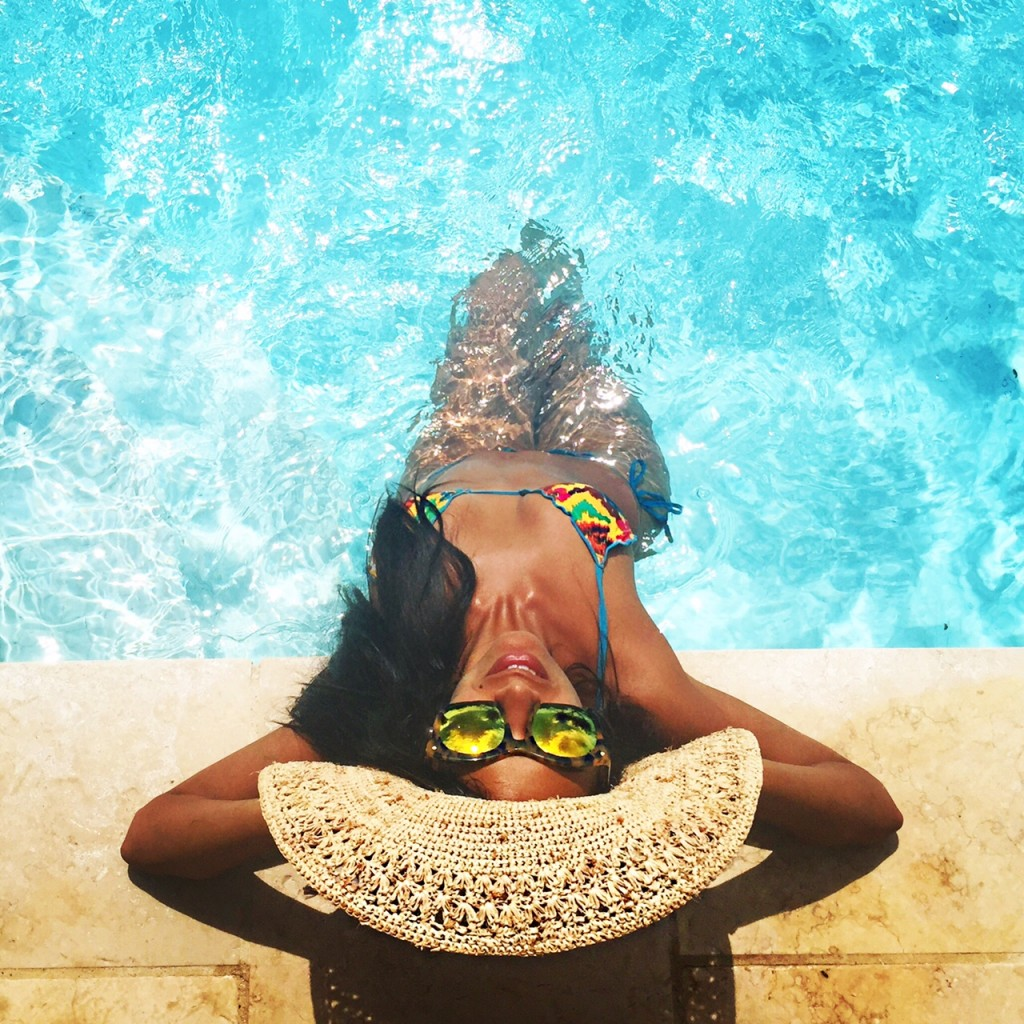 avec-hannah-romao-nikki-beach-st-tropez-salinas-pool