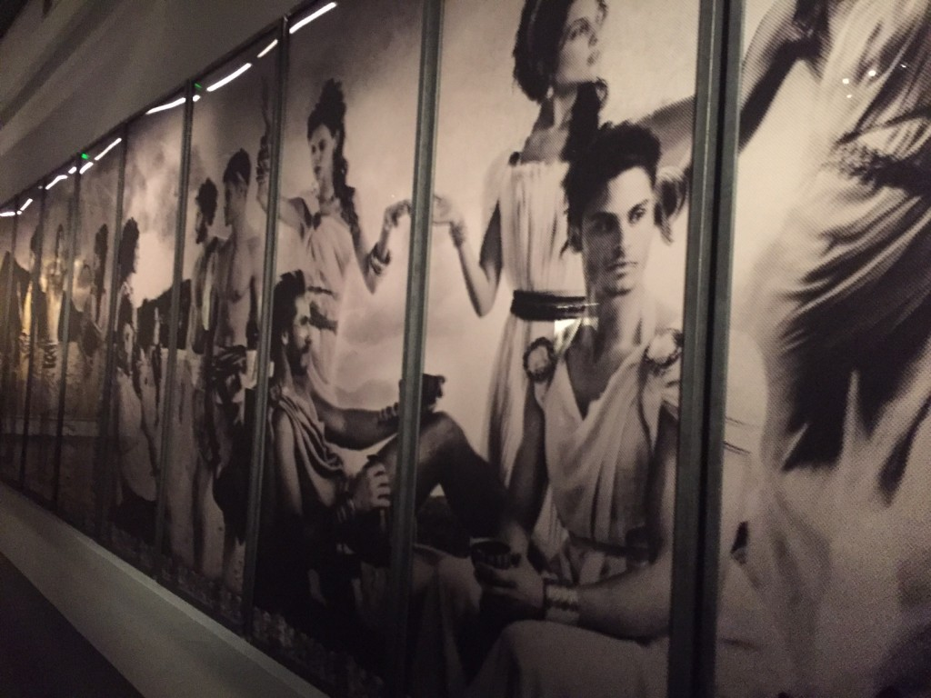 a_visual_journey_karl-lagerfeld-avec-hannah-romao-pinacotheque-madeleine-paris-vernissage-expo-5