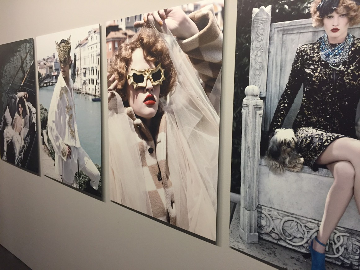 a_visual_journey_karl-lagerfeld-avec-hannah-romao-pinacotheque-madeleine-paris-vernissage-expo-6