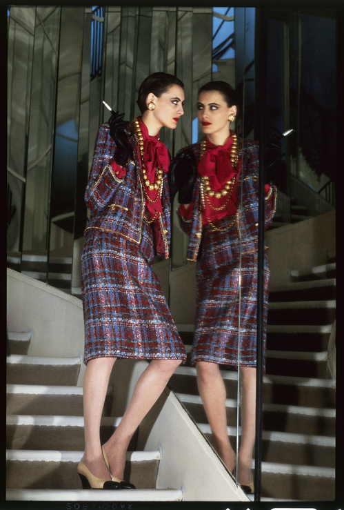 04_fall_winter_1983_84_ready_to_wear_ad_campaign___chanel___helmut_newton_hd_jpg_3087_north_499x_white