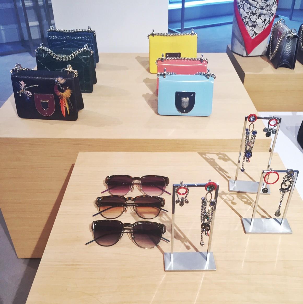 avec-hannah-romao-dior-showroom-diorever-fashionweek-paris-pfw-prefall-preco-2