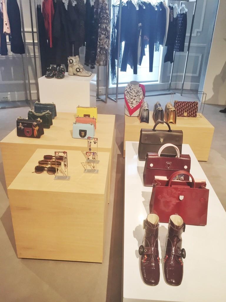 avec-hannah-romao-dior-showroom-diorever-fashionweek-paris-pfw-prefall-preco-3