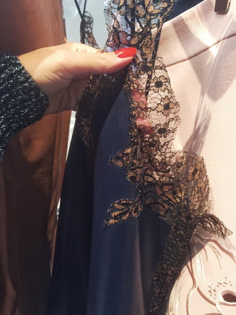 avec-hannah-romao-dior-showroom-diorever-fashionweek-paris-pfw-prefall-preco-details