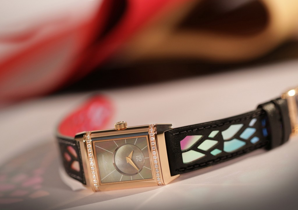 Jaeger-LeCoultre-by-Louboutin-une-legende-est-nee-Jaeger-LeCoultre-Reverso-creation-by-Christian-Louboutin-1
