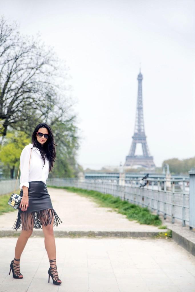avec-hannah-fringe-skirt-paris-street-style-13