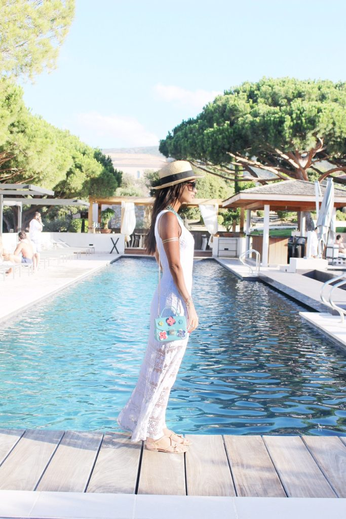 hotel-la-villa-calvi-corsega-avec-hannah-calvi-on-the-rocks-luxury-destination-ootd