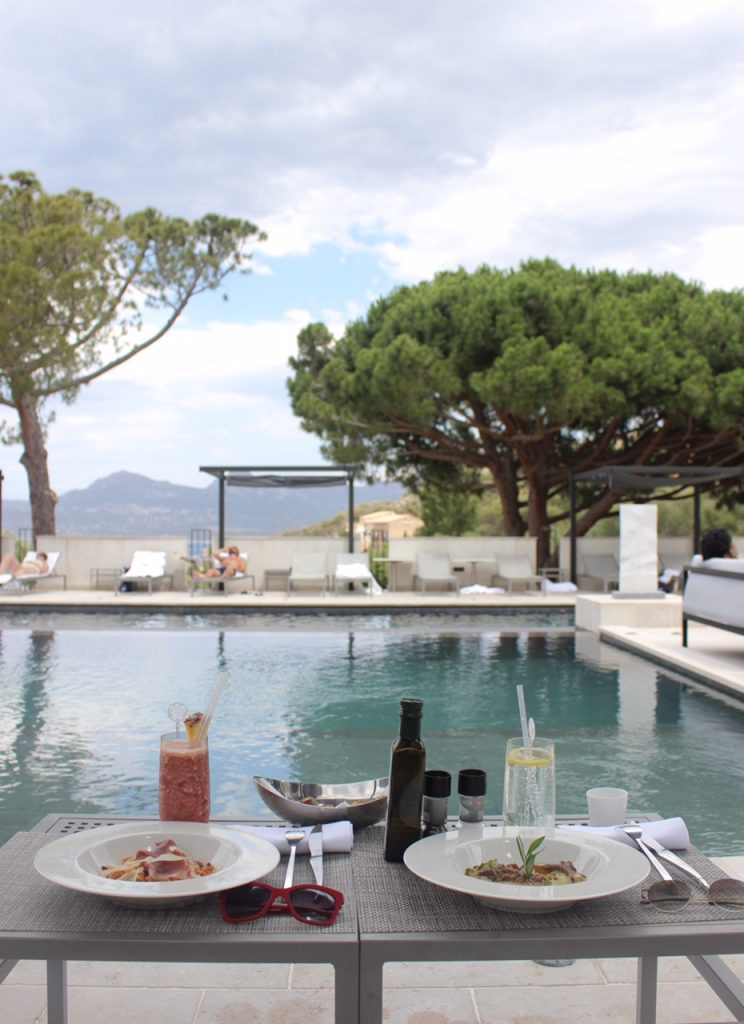 hotel-la-villa-calvi-corsega-avec-hannah-piscine-calvi-on-the-rocks-luxury-destination-1