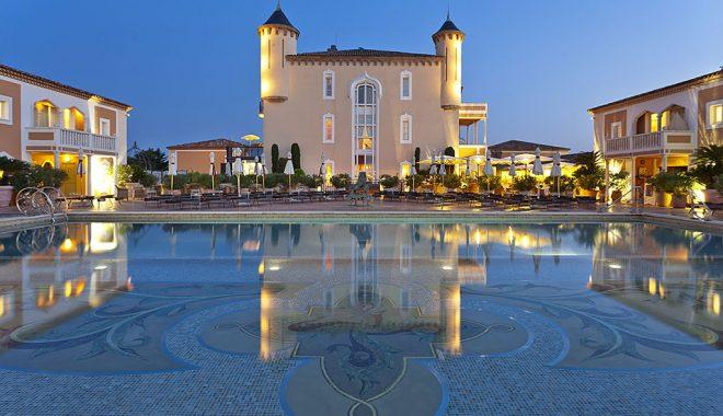 Messardiere-Shine-Mosaïque-Piscine-sunset-acacia-saint-tropez-avec-hannah-romao-luxury-destination-1