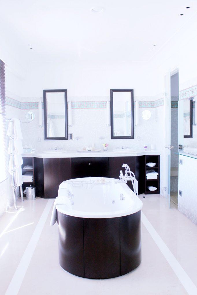 cannes-hotel-hyatt-martinez-voyage-cote-d-azur-été-salle-de-bain