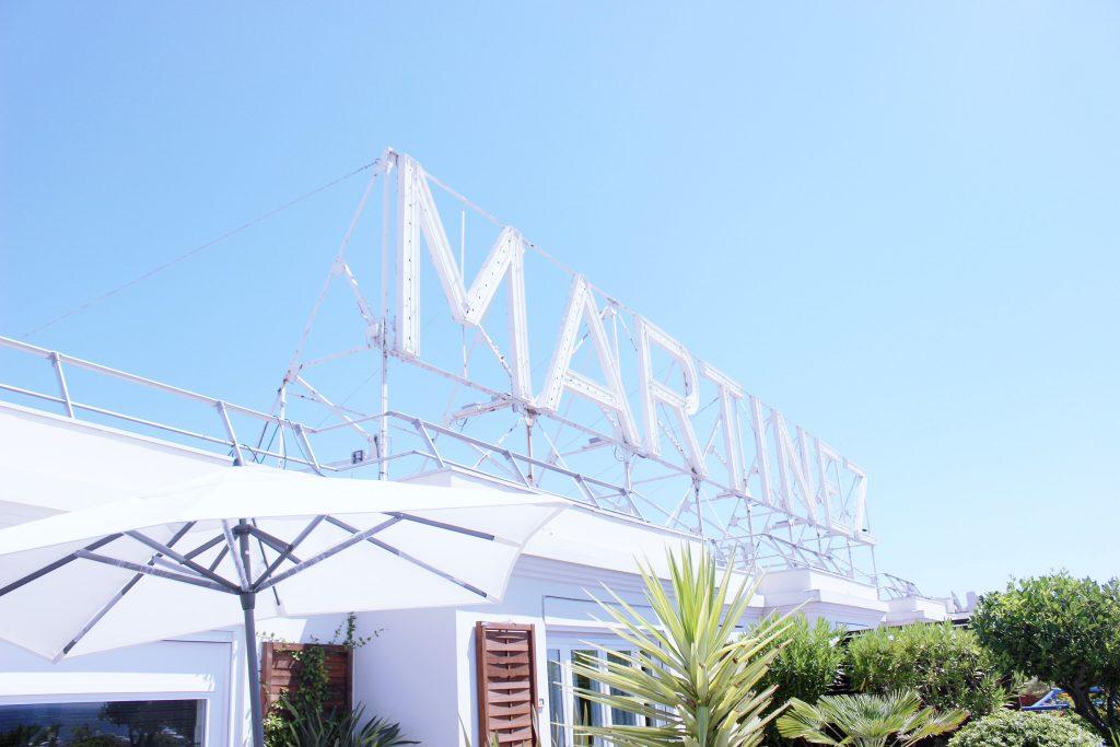 cannes-hotel-hyatt-martinez-voyage-cote-d-azur-été-logo