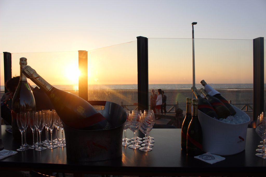 la-folie-douce-deauville-hotel-normandy-barriere-mumm-champagne-le-grand-cordon-rouge-hannah-romao-coucher-du-soleil