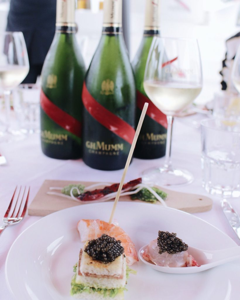 la-folie-douce-deauville-hotel-normandy-barriere-mumm-le-grand-cordon-rouge-brunch-champagne-caviar