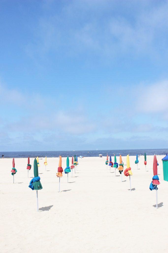 la-folie-douce-deauville-hotel-normandy-barriere-mumm-le-grand-cordon-rouge-plage