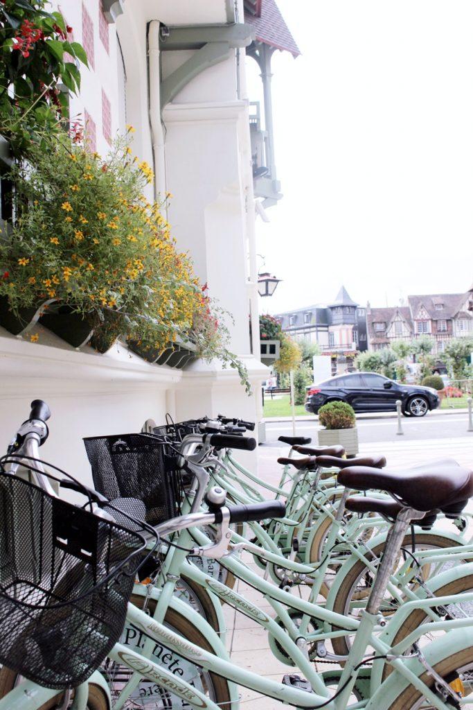 la-folie-douce-deauville-hotel-normandy-barriere-mumm-le-grand-cordon-rouge-velo