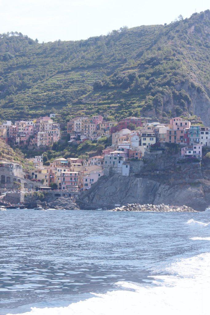 voyager-en-italie-cinque-terre-tips-voyage-vue-cinque-terre-bateau