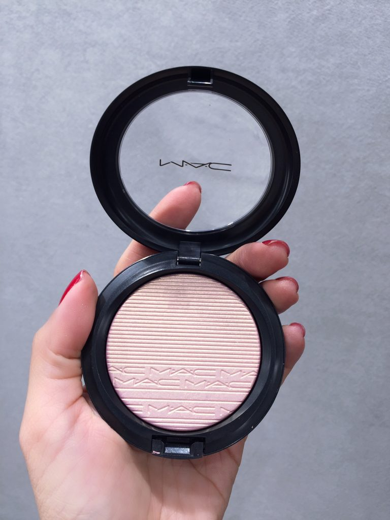 mac-beauty-tips-tom-sapin-hannah-romao-contouring-beaming-blus