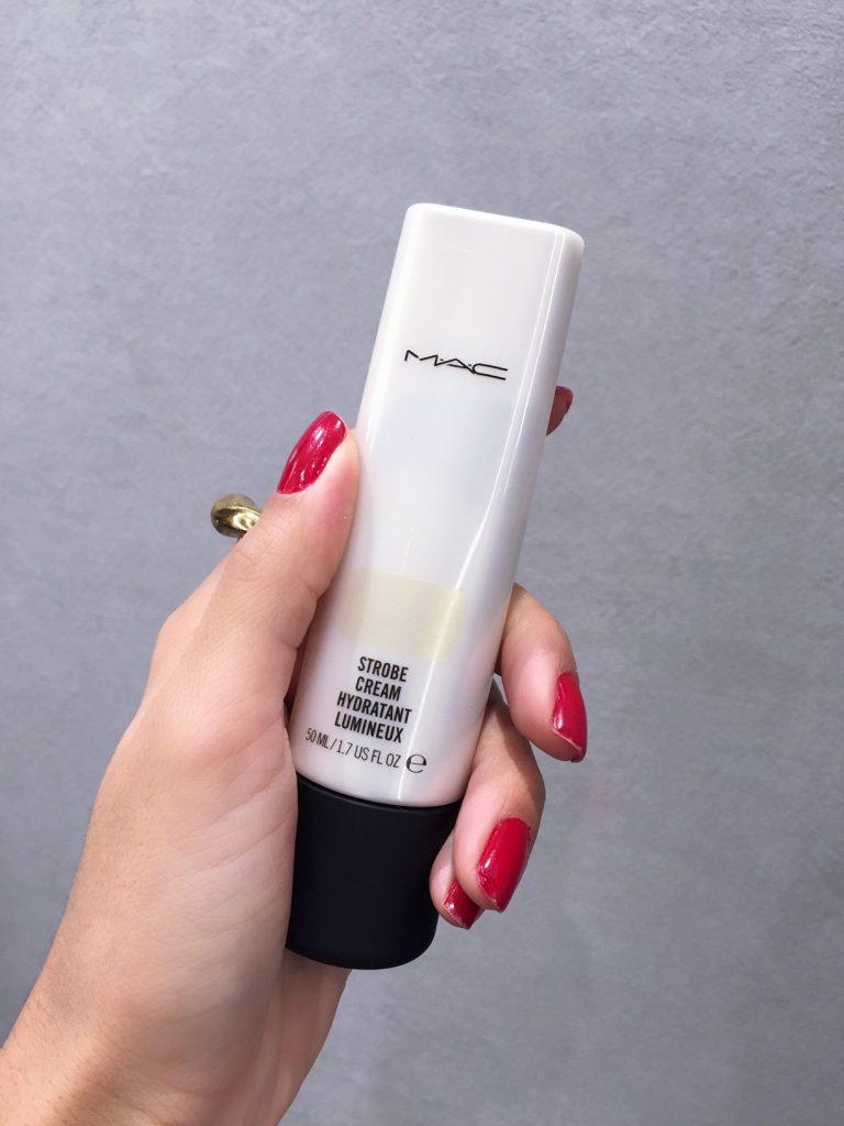 mac-beauty-tips-tom-sapin-hannah-romao-contouring-strobe-cream