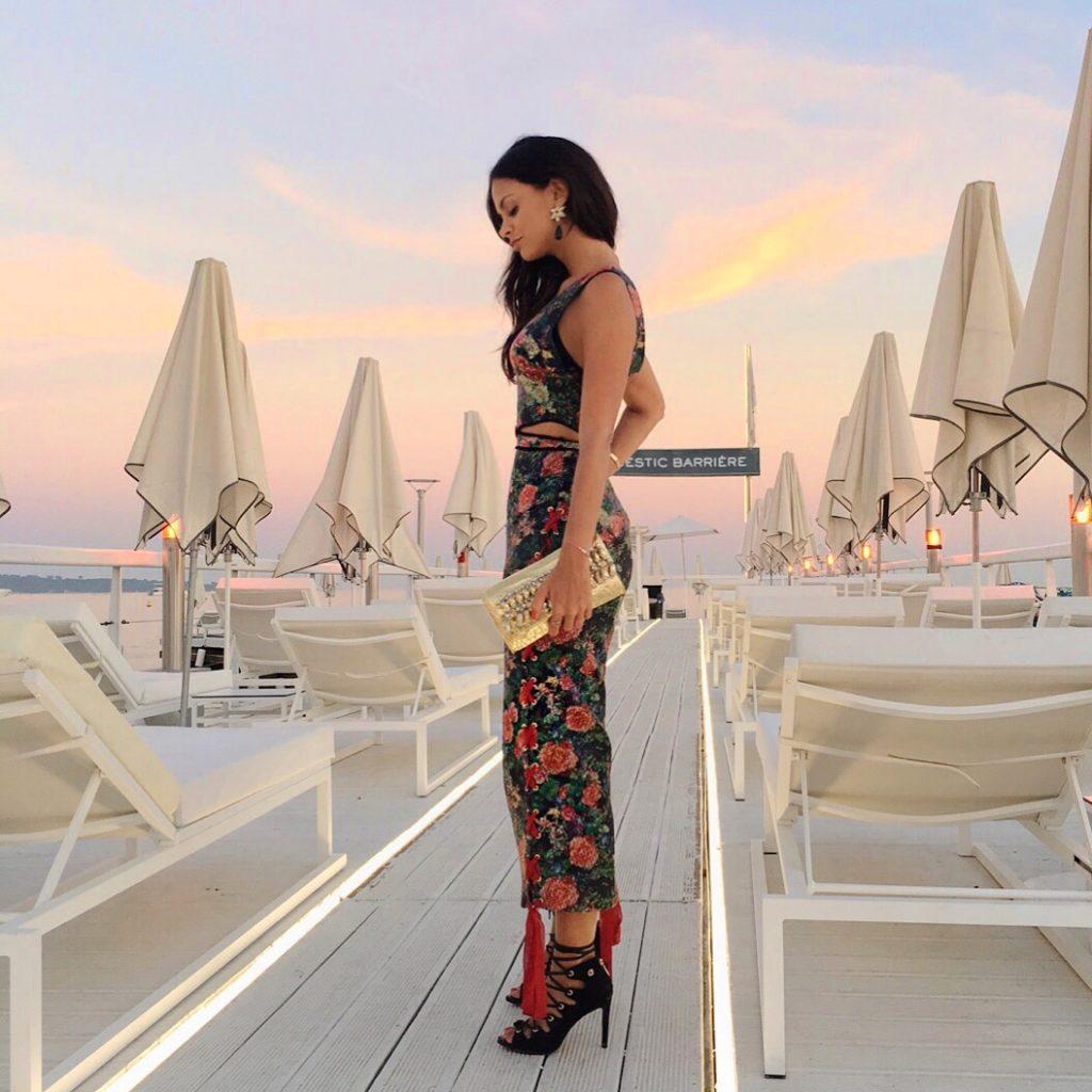 la-folie-douce-cannes-majestic-barriere-cote-d-azur-ete-summer-plage-sandra-mansour-coucher-du-soleil-1024x1024