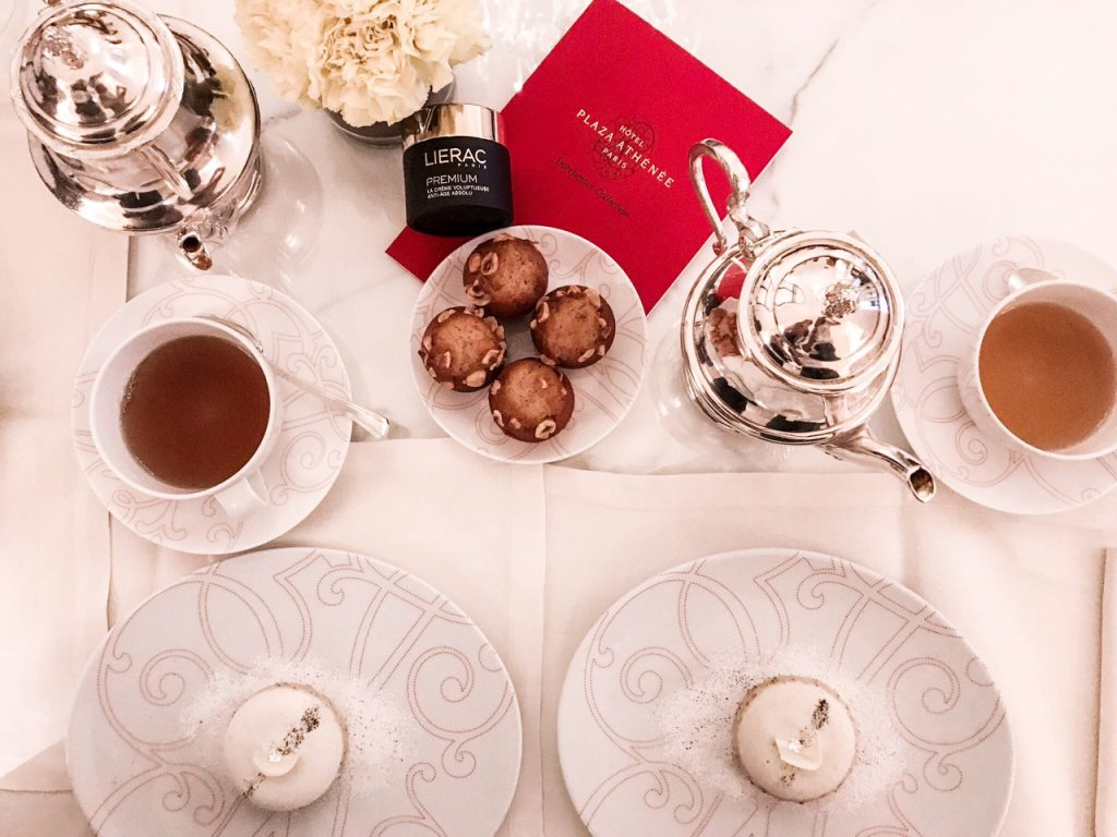 premium-lierac-10-ans-bloggers-meeting-narciesse-blanc-paris-plaza-athénée-tea-time