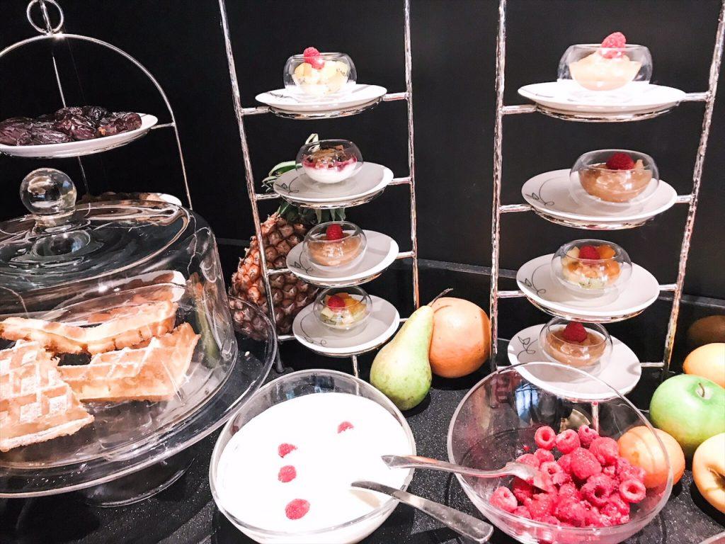 barriere-fouquets-hotel-paris-luxe-hannah-romao-breakfast