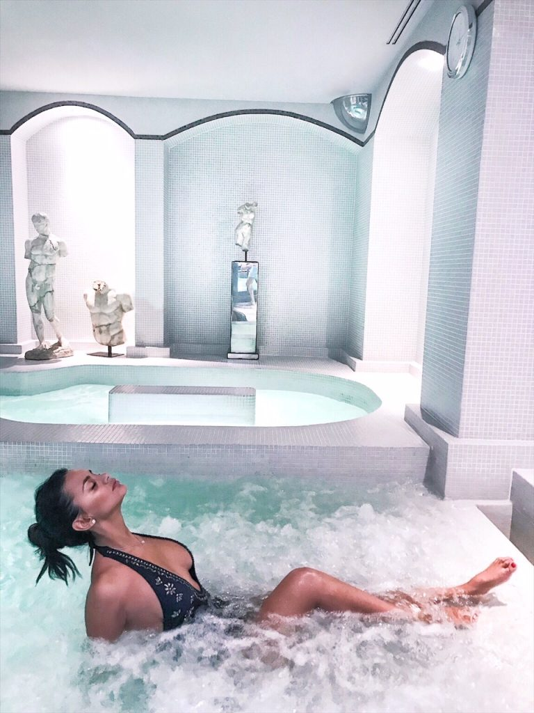 barriere-fouquets-hotel-paris-luxe-hannah-romao-spa-piscine