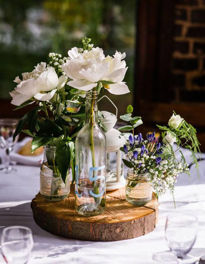 Detourner-des-bocaux-et-bouteilles-en-verre-pour-la-deco-de-table-de-mariage