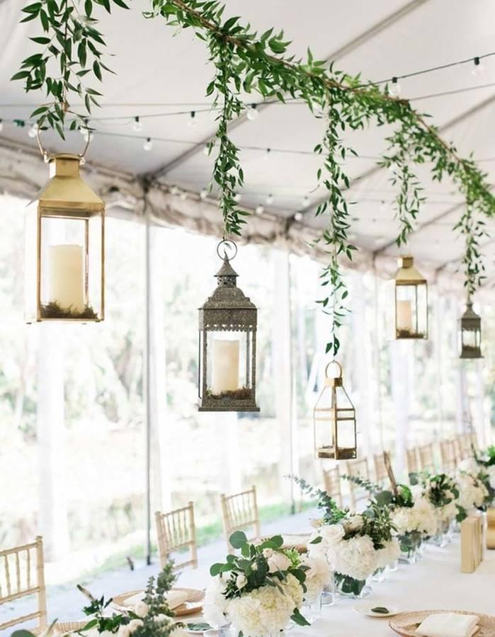 Suspendre-des-lanternes-au-dessus-de-la-table-de-mariage