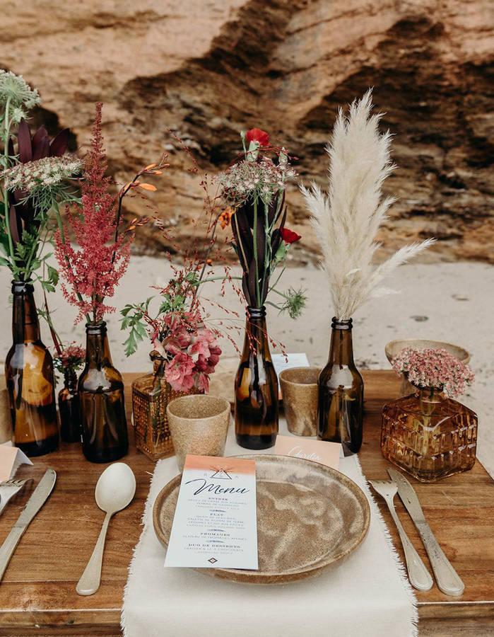 Transformer-des-bouteilles-de-biere-en-verre-ambre-en-vases-pour-la-table-de-mariage